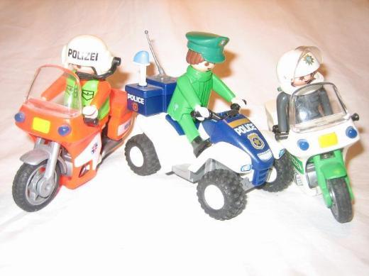 5 x Polizei / ADAC Motorräder  und 9 Polizisten