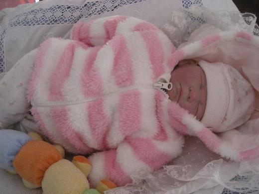 Entzückende Reborn Baby Puppe,2 Bekleidungen,Schnuller,Spielzeug