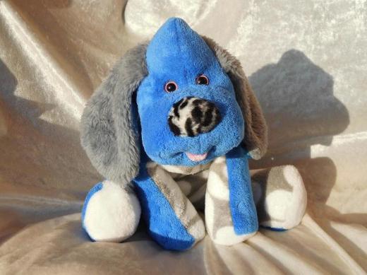Blauer Hund für Jungen Kuscheltier Geschenkidee Geburt Taufe Zunge rausgestreckt handgemacht