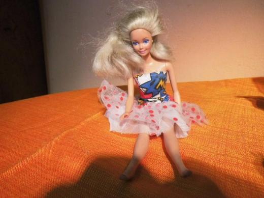 Ältere Barbie- Puppe um 1986 / Aufschrift an Hüfte Mattel Inc. 1966 Malaysia