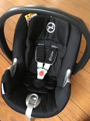 Babyschale von Cybex, Aton Q, schwarzer Bezug + Rücksitzspiegel