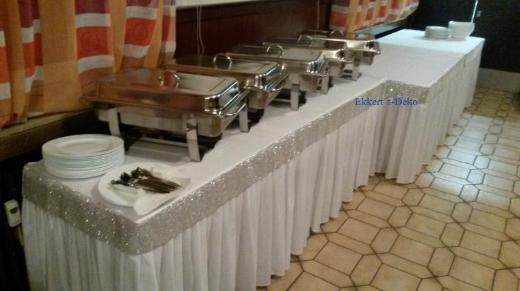 Verleih Tischrock , Skirting, Tischumrand in Weiß.