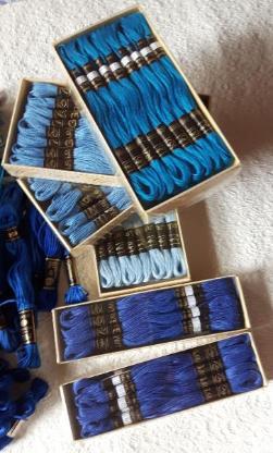 Stickgarn, über 200 Docken, versch. Farben, + Buch Stickmotive aus alten Mustertüchern
