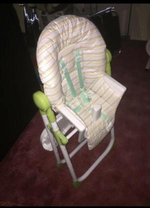 Kindersitz fürs Auto und Kinderstuhl