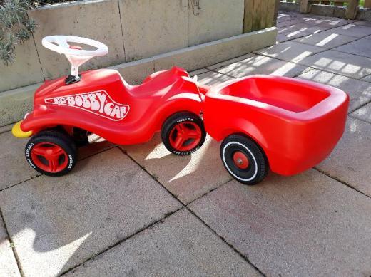 BOBBY CAR mit Anhänger wie NEU zu verkaufen!