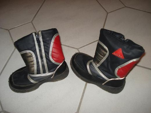 Moon Boots Gr.29  10€ VB