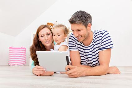 Bild iPad Kind und Eltern