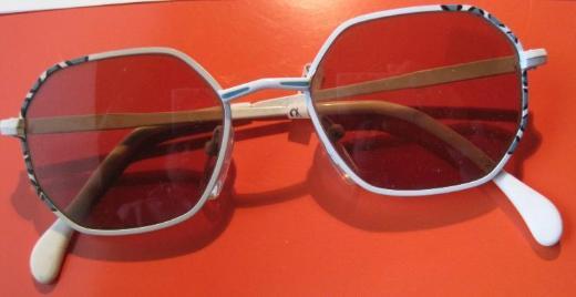 Sammler-Da-/Mädchen-Sonnenbrille, leicht benutzt, Gläser: braun