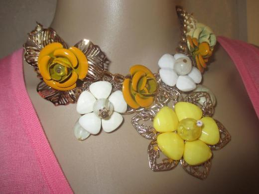 NEU mit Etikett* Rosen- Blüten * Flower- Power * Statement * Swarovski * Glitzer * Collier * Kette gold *