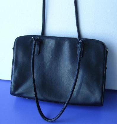 Handtasche in Leder schwarz, wie neu, da noch unbenutzt