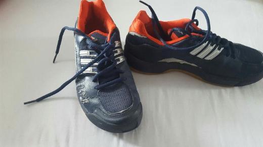 Ältere kaum getragene Turnschuhe Adidas Gr. 40 2/3 blau/silber/rot