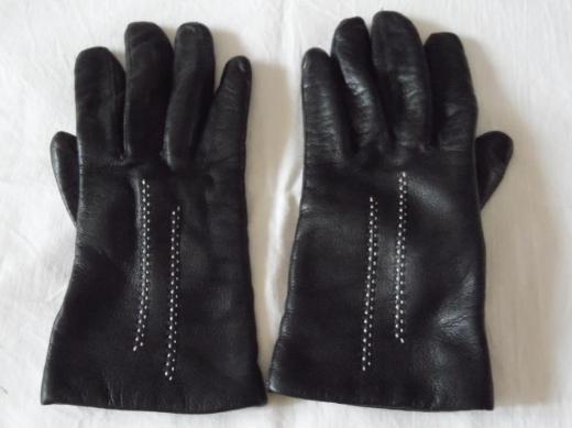 Klassische schwarze Damen-Fingerhandschuhe aus Leder