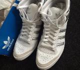 Gr. 8 1/2: 1 Paar weiß/silbermetallicfarbene Turn-Schuhe, Adidas, nur 1x getragen. Top Ten Hi Sleek Up W - München