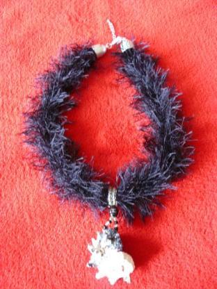 Halsband oder Kette mit aussergewöhnlichem Anhänger