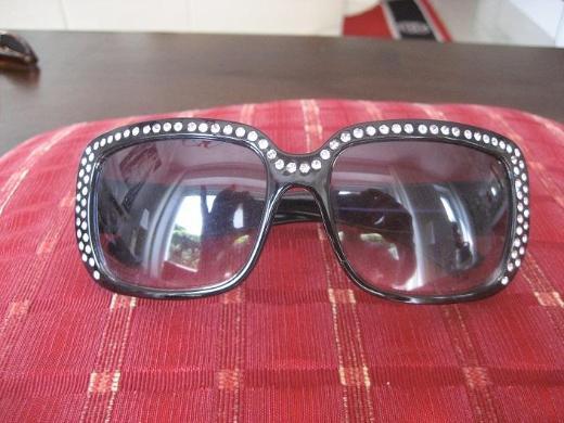 1 schwarze Damen Sonnenbrille mit Glitzersteinen