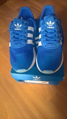blaue Adidas Sneaker