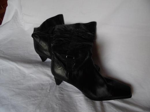 Damenstiefel schwarz*