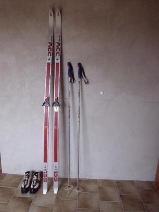 Langlaufski Atomic, 1 Paar, 195, mit Stöckern, passende Skischuhe, Tragetasche, Skihose, Skijacke