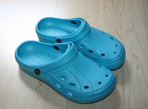 Mädchen Clogs Kinder Hausschuhe Badelatschen Badeschuhe Sandalen Pantoletten Gartenschuhe türkis blau Gr. 36 NEU