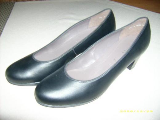 tadellosen, unbenutzten originalen ARA Jenny 7 1/2, Größe 41,5, Weite H schwarz