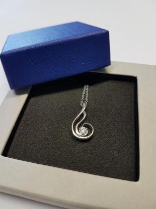 20-teiliges Trend-Edelstahl-Halskettenset in edlen Geschenkboxen
