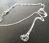 925 Silber Halskette Venezianer und 925 Anhänger 2 Herzen Feine 48 cm lange Silberkette imVenezianerstyle und 2 ineinanderverschlungene Silberherzen,gestempelt - München