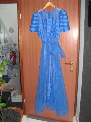 Ballkleid -in traumhaften schönem hellen Blau- Größe 38 (?)