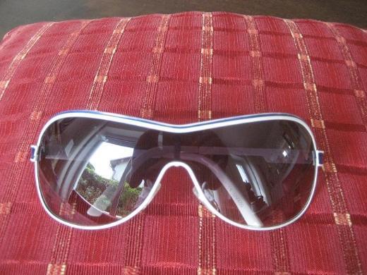 1 Damen Sonnenbrille mit weißem Rand  Monoscheibe