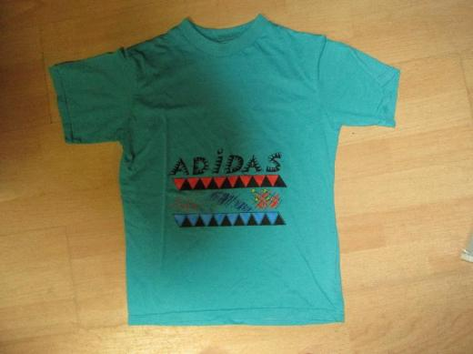 Grünes Adidas T-Shirt