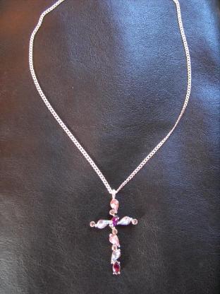 Großes 925er Silberkreuz mit 12 Steinen zu verkaufen.