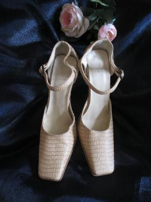 Original VINTAGE * Salsa- Style * Kroko- Leder * Fessel * High Heels * Stilettos * Pumps * Schuhe * Made in Italy * Gr. 37/ 4, cremè- beige nude *
