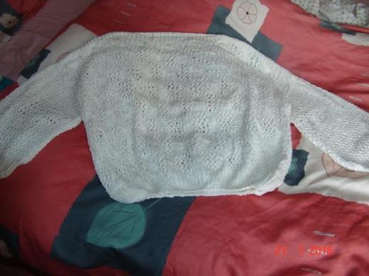Weißer Pullover im Ajourmuster - Handarbeit