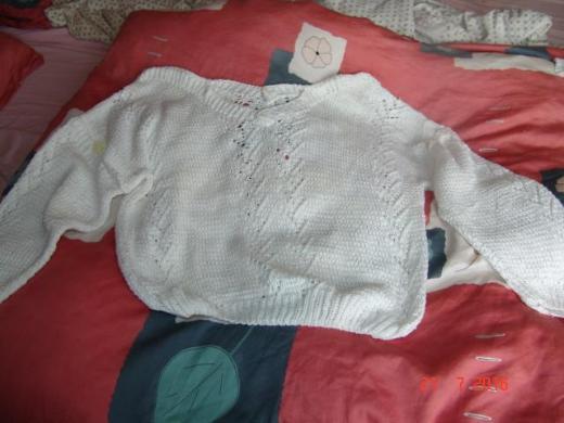 Weißer Baumwollpullover m. Ajourmuster - Handarbeit