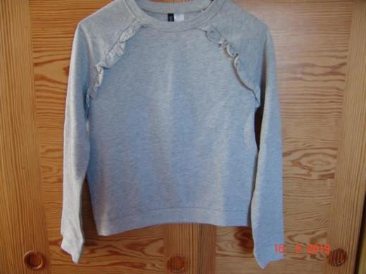 H & M Divided Sweatshirt Raglan Rüschen Gr. S - hellgrau