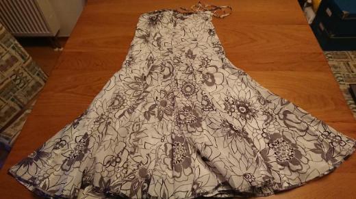 Kleid Esprit, trägerlos, Größe 40
