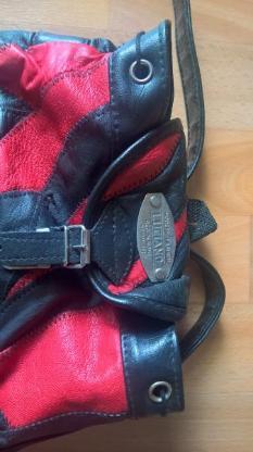 kleiner Schwarz roter Rucksack
