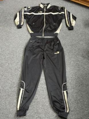 Trainingsanzug Gr XL von Jako Dunkelblau( fast schwarz)