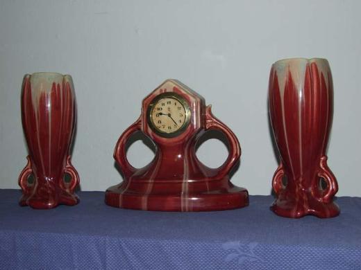 Schöne ART DECO Kaminuhr mit zwei Beistellvasen aus Keramik