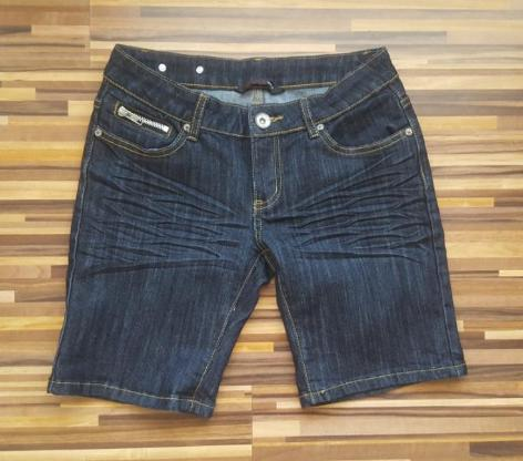 Jeans Bermuda / Shorts GR M
