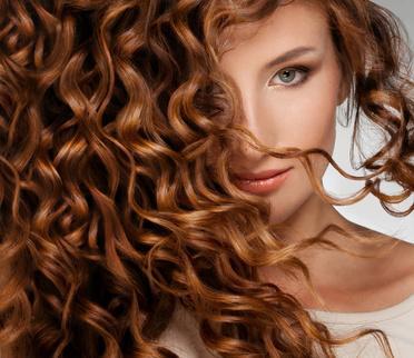 Haarfarbe Und Kleidungsfarbe Tipps Fur Ein Stimmiges Ausseres